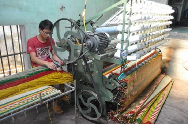 nhiều ngành nghề, làng nghề tiểu thủ công nghiệp được khôi phục và phát triển, đóng góp giá trị sản xuất công nghiệp, kim ngạch xuất khẩu