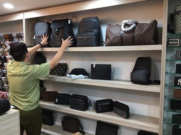 Đoàn kiểm tra thu giữ nhiều sản phẩm nhập lậu có giá trị cao