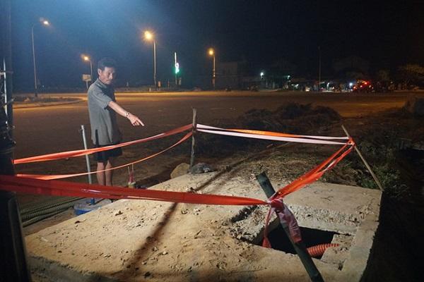 Hố ga, nơi phát hiện cháu bé trai 5 tuổi tử vong thuộc dự án nâng cấp đường ven biển do Sở GTVT Hà Tĩnh làm chủ đầu tư