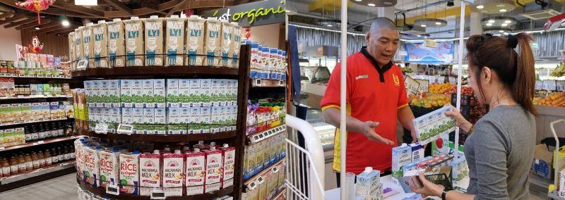 Sản phẩm sữa tươi, trong đó có sữa tươi Organic của Vinamilk đã có mặt tại thị trường Singapore và được người tiêu dùng đón nhận