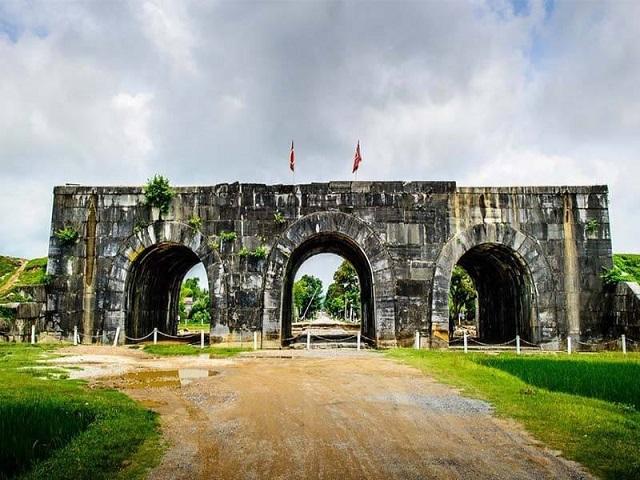 Thành nhà Hồ tại huyện Vĩnh Lộc, tỉnh Thanh Hóa.