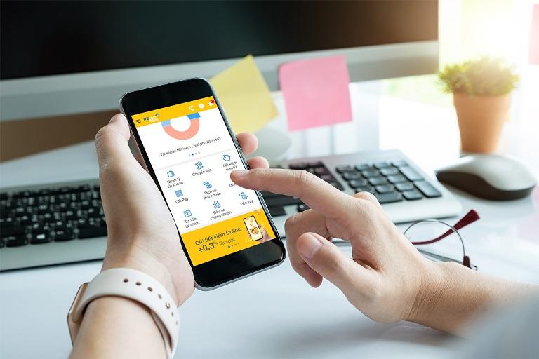"""PVcomBank triển khai CTKM """"Giao dịch tại nhà – Lợi ích nhân 3"""" mang đến những phần quà may mắn cùng nhiều tiện ích đặc biệt cho khách hàng khi gửi tiết kiệm tại Ngân hàng."""