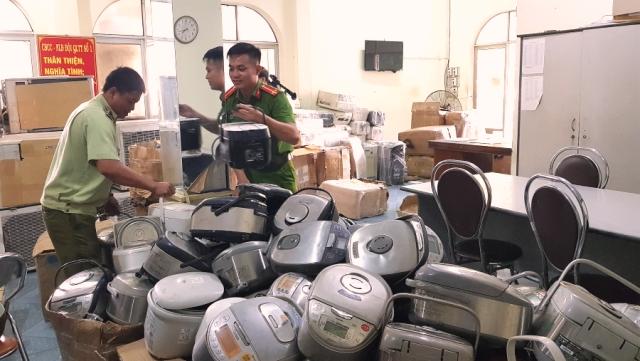Đội Quản lý thị trường số 1 (Đội cơ động) - Cục Quản lý thị trường Phú Yên tạm giữ hàng trăm thiết bị điện đã qua sử dụng