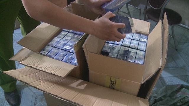 Đội Quản lý thị trường số 1 (Đội cơ động) - Cục Quản lý thị trường Phú Yên tạm giữ 1.000 bao thuốc lá nhập lậu, nhãn hiệu 555 và hàng trăm thiết bị điện đã qua sử dụng