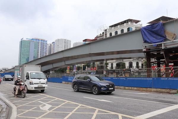 Cầu vượt nút giao đường Hoàng Quốc Việt và đường Nguyễn Văn Huyên