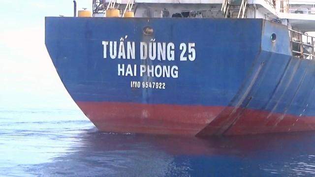 Bộ Tư lệnh Vùng CSB 2 tạm giữ tàu Tuấn Dũng 25. (Ảnh CTV)