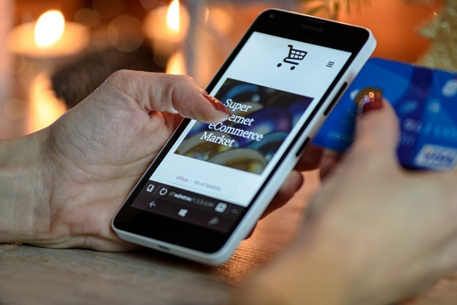 Mua sắm online đã dần trở nên quen thuộc với nhiều người