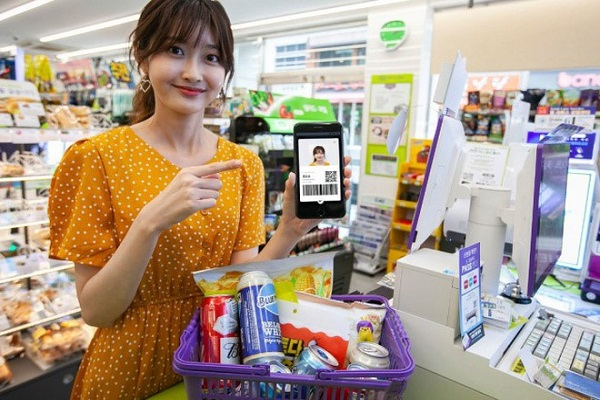 Người dân Hàn Quốc sử dụng phần mềm thanh toán trên điện thoại thông minh