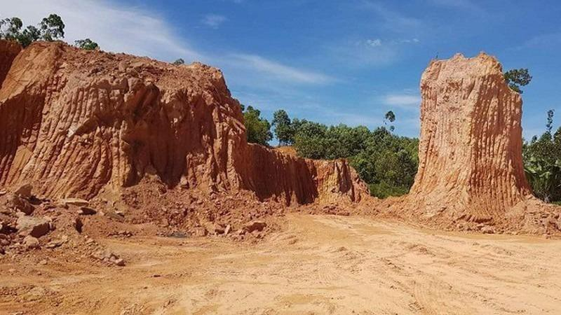 Chấn chỉnh việc lợi dụng việc san gạt, hạ cốt nền... để khai thác đất và khoáng sản
