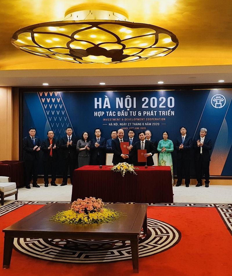 Đại diện Thành phố Hà Nội và đại diện Tập đoàn T&T Group đã cùng nhau ký kết thỏa thuận hợp tác cho 4 dự án trong 2 lĩnh vực: phát triển hạ tầng thể thao và nông nghiệp công nghệ cao với tổng mức đầu tư 680 triệu USD.