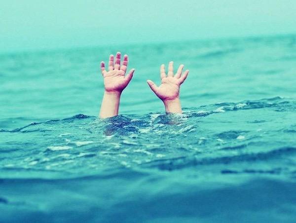 Bé trai tử vong tại bể bơi vì đi tìm bố và anh trai (ảnh minh họa)