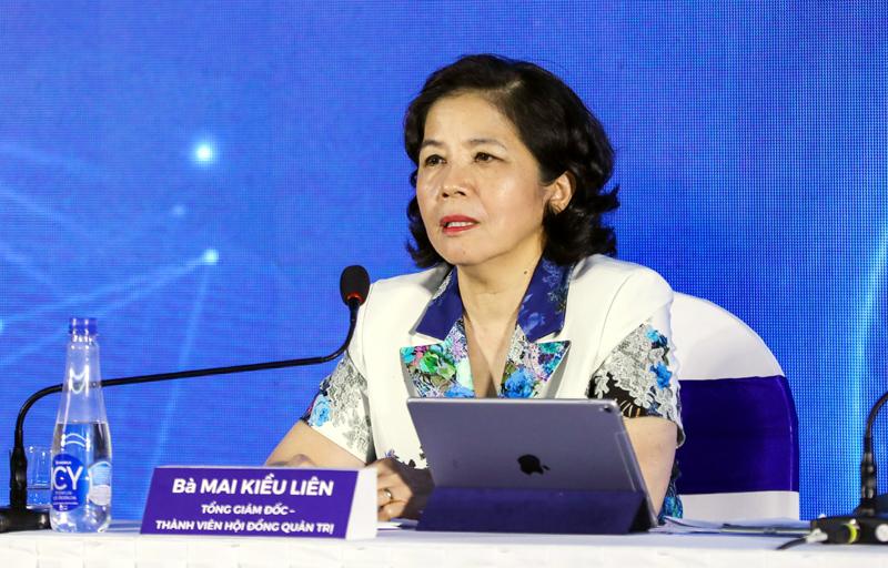 Bà Mai Kiều Liên - Tổng giám đốc Vinamilk trả lời các câu hỏi của cổ đồng.