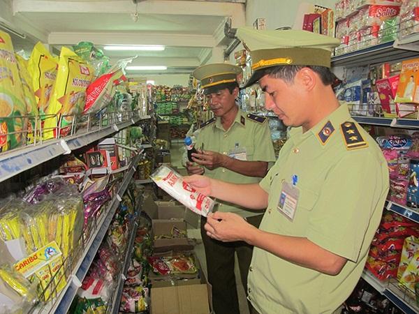 Lực lượng QLTT Nam Định tăng cường kiểm tra, kiểm soát thị trường hàng hóa