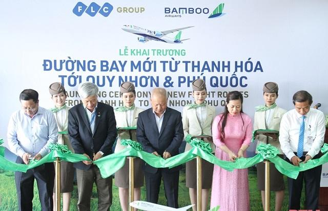 Các đại biểu cắt băng khai trương đường bay Thanh Hóa - Quy Nhơn và Thanh Hóa - Phú Quốc.
