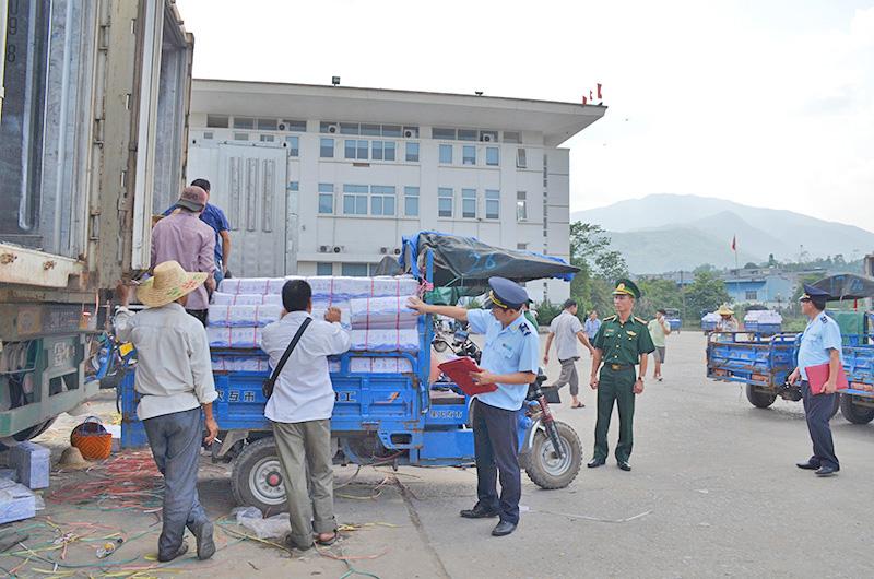 Hoạt động buôn lậu, gian lận thương mại qua biên giới vẫn diễn biến phức tạp