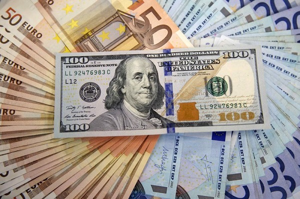 đồng USD tiếp tục lao dốc