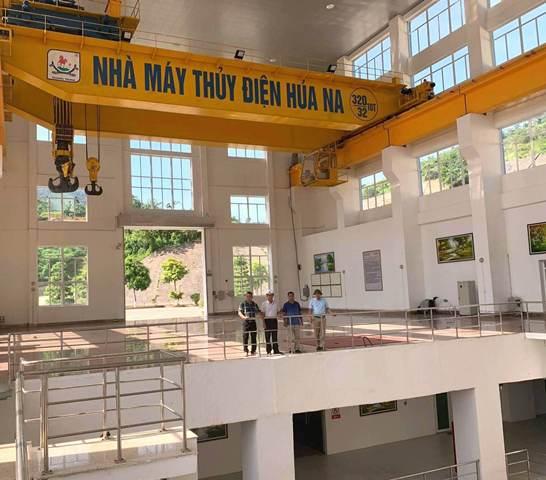 Việc trực ở đây luôn đảm bảo 24/24 và vận hành máy theo kế hoạch sản xuất điện do Tập đoàn Điện lực Việt Nam (EVN) gửi đến, thậm chí có cả những lúc đột xuất và chỉ 6 phút sau khi vận hành là điện đã lên lưới.