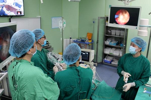 Bệnh viện tiến hành hiệu quả kỹ thuật tán sỏi thận qua da
