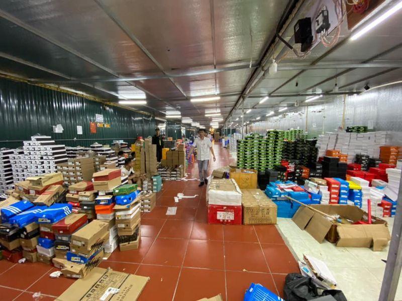 Hàng chục vạn mặt hàng lậu, giả tại Lào Cai được bán công khai trên Facebook