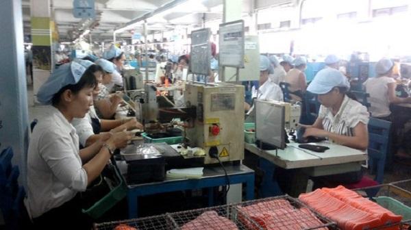 Công nhân Công ty TNHH PouYuen Việt Nam đề nghị không thu 10% thuế TNCN đối với khoản hỗ trợ của công ty (Ảnh minh họa)
