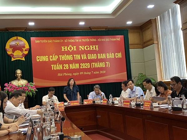 Đồng chí Đào Khánh Hà ủy viên thành ủy, trưởng ban tuyên giáo chủ trì hội nghị