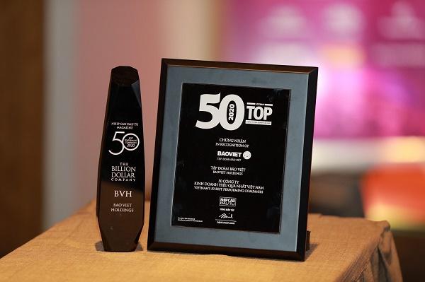 Kỷ niệm chương Bảo Việt - Doanh nghiệp Việt tỷ đô trong Top 50 công ty kinh doanh hiệu quả nhất Việt Nam 2019