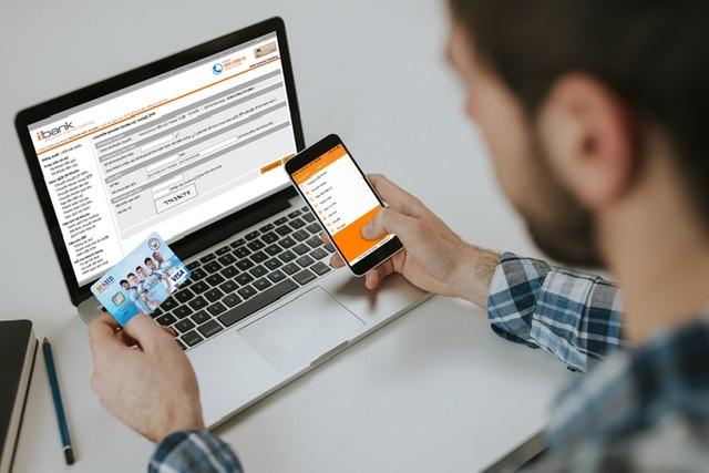 từ ngày 01/7/2020 đến 31/12/2020, các khách hàng sử dụng thẻ ghi nợ và thẻ tín dụng quốc tế SHB Visa/Mastercard mua sắm tại website/ứng dụng mobile của Tiki và Shopee sẽ được ưu đãi giảm giá.