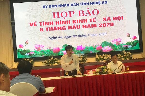 Ông Bùi Đình Long, Phó Chủ tịch UBND tỉnh Nghệ An và ông Nguyễn Bá Hảo, Phó Giám đốc Sở TT&TT chủ trì buổi họp báo