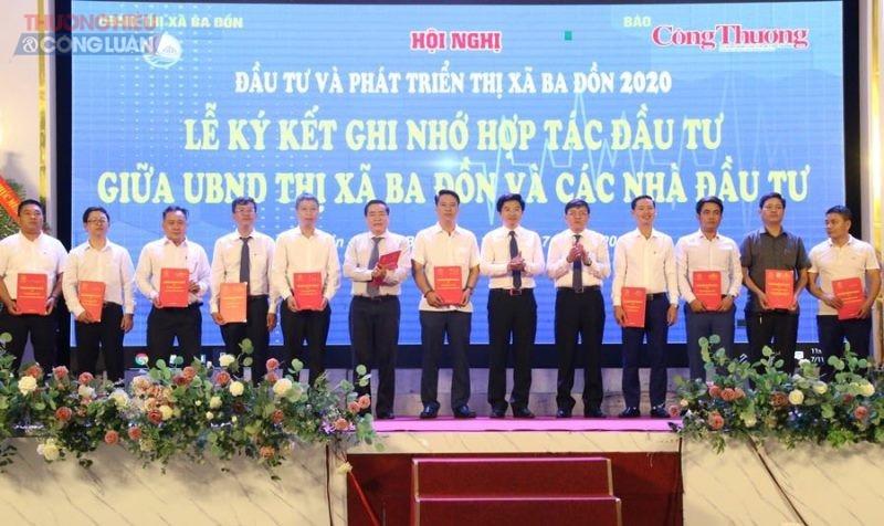 10 nhà đầu tư ký cam kết ghi nhớ hợp tác, đầu tư 11 dự án với khoảng 9.000 tỷ đồng vào thị xã Ba Đồn