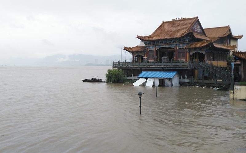 Nước sông Trường Giang dâng cao