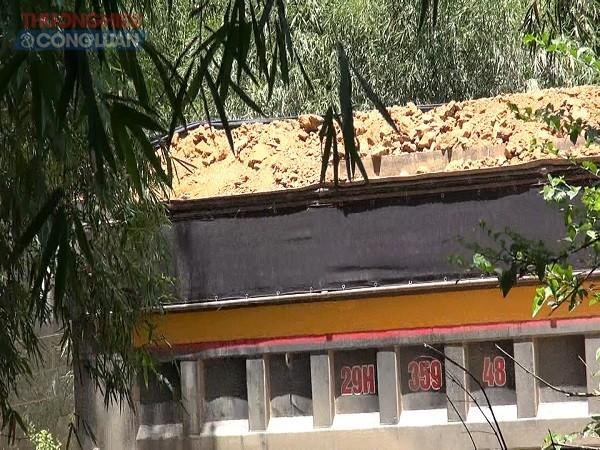 có tới hàng vạn khối lượng đất đã được vận chuyển tới các nhà máy sản xuất gạch tại dọc đường mòn Hồ Chí Minh.