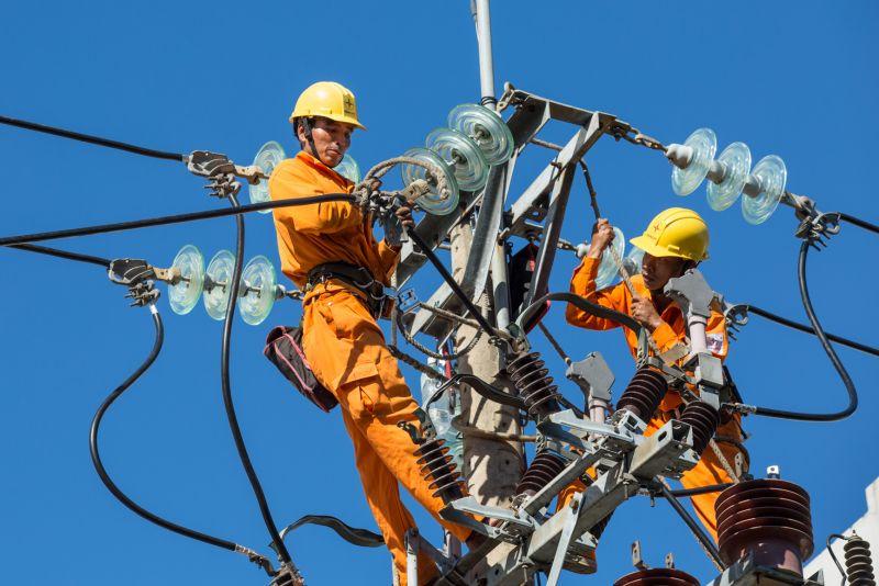 Tổng công ty Điện lực miền Trung triển khai nhiều giải pháp đồng bộ để đảm bảo cung ứng điện cho mùa khô năm 2020.
