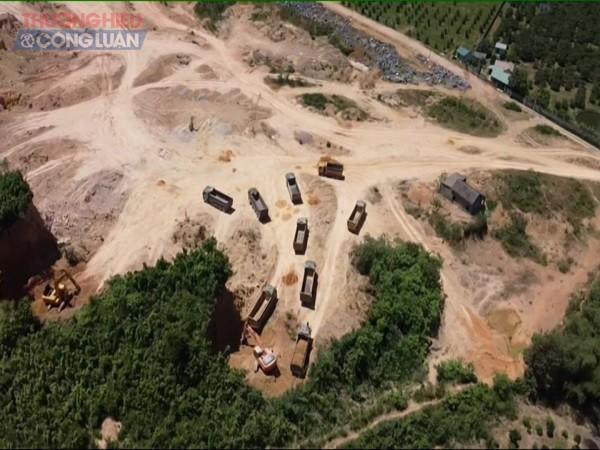 Hoạt động khai thác đất tại dự án Trang trại nuôi lợn giống công nghệ cao của Công ty CP Dinh dưỡng Hồng Hà