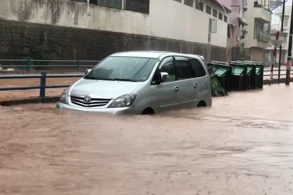 Đà Lạt ngập nước sau trận mưa lớn. Ảnh: Facebook