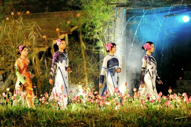 Lễ hội áo dài là một trong những chương trình chính của Festival Huế
