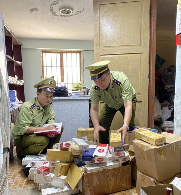 Lực lượng QLTT tỉnh Lâm Đồng kiểm tra hàng hóa vi phạm