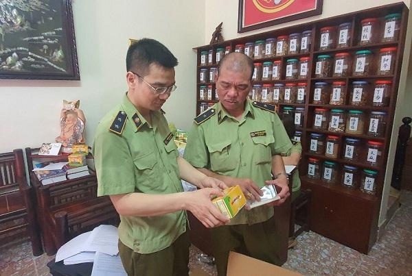 Lực lượng chức năng Hà Nội kiểm tra cơ sở kinh doanh TPCN