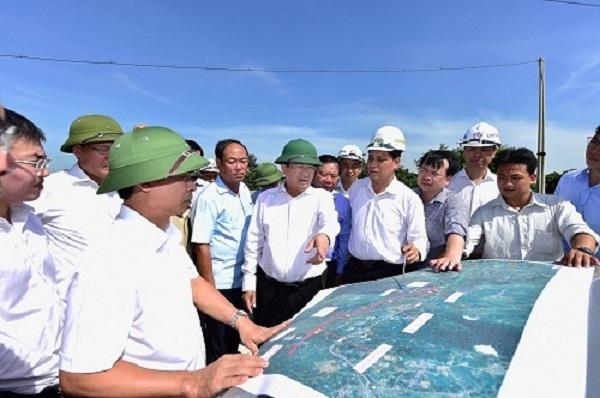 Phó Thủ tướng Trịnh Đình Dũng kiểm tra hiện trường
