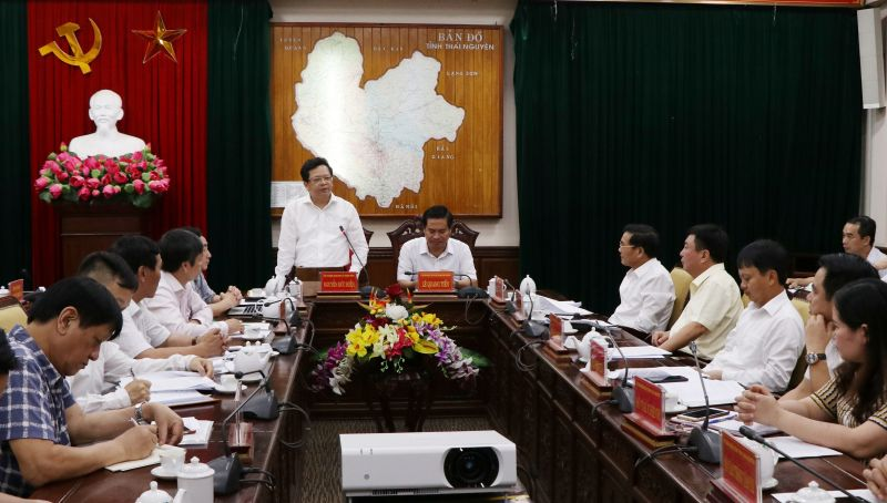 Đồng chí Nguyễn Đức Hiển, Phó Trưởng Ban Kinh tế Trung ương  phát biểu trong    buổi làm việc