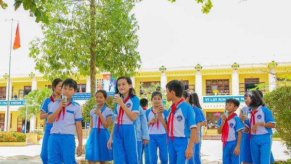 Năm 2020, thông qua các chương trình như Cặp lá yêu thương, Quỹ sữa Vươn cao Việt Nam, Vinamilk đã mang niềm vui và hàng triệu ly sữa đến với trẻ em cả nước.