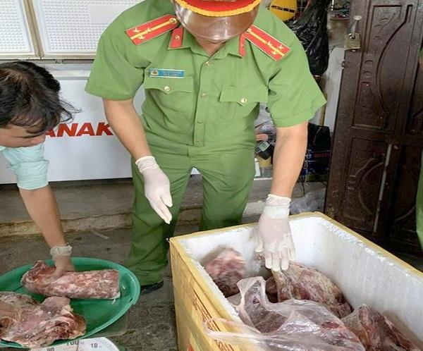 Ngày 17/7, Công an TP Phan Thiết (Bình Thuận) ra quyết định khởi tố vụ án Sản xuất hàng giả là thực phẩm.