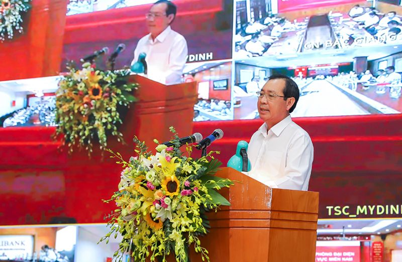 Ông Tiết Văn Thành - Thành viên Hội đồng Thành viên, Tổng giám đốc Agribank báo cáo tại Hội nghị