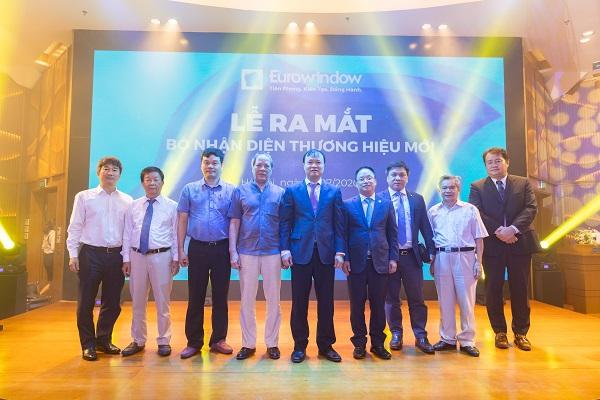 Ông Đỗ Thắng Hải - Thứ trưởng Bộ Công Thương, Ông Nguyễn Cảnh Hồng - Tổng giám đốc Eurowindow và các lãnh đạo cơ quan ban ngành, hiệp hội tham dự buổi lễ.