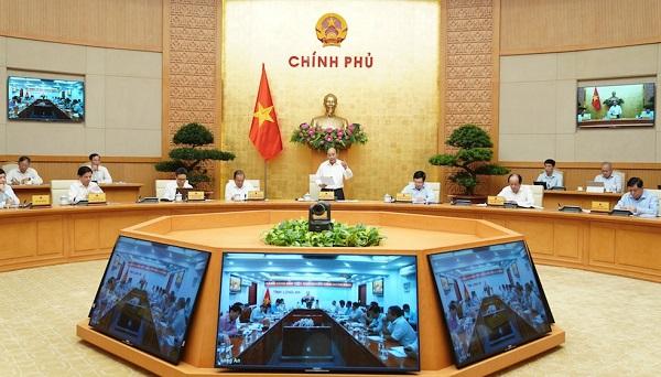 Thủ tướng Nguyễn Xuân Phúc chủ trì phiên họp trực tuyến Thường trực Chính phủ với các địa phương về giải ngân vốn đầu tư công sáng 16/7 (Ảnh: VGP)