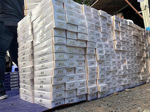 Lợi nhuận chênh lệch giữa thuốc lá hợp pháp và thuốc lá lậu cao khiến tình hình buôn lậu mặt hàng này ngày càng gia tăng