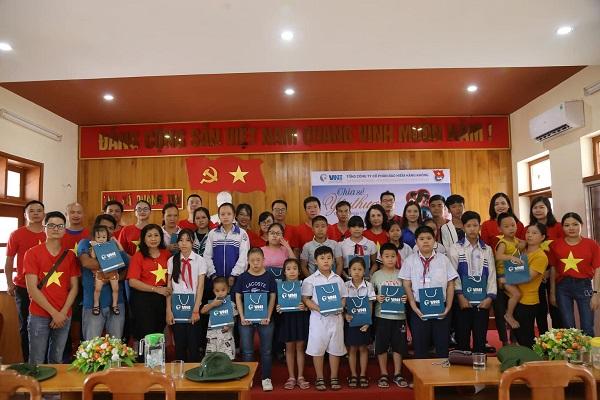 Đoàn đã trao tặng 20 suất quà cho các trẻ em khuyết tật  và trẻ em có hoàn cảnh khó khăn tại tỉnh Đoàn Quảng Trị