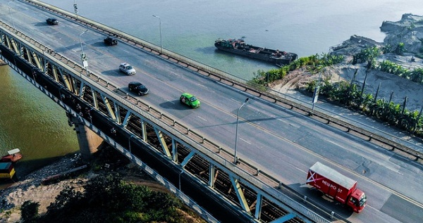 Ôtô bị cấm lưu thông qua cây cầu huyết mạch trên tuyến vành đai 3 của Hà Nội từ 8/8 đến cuối năm.