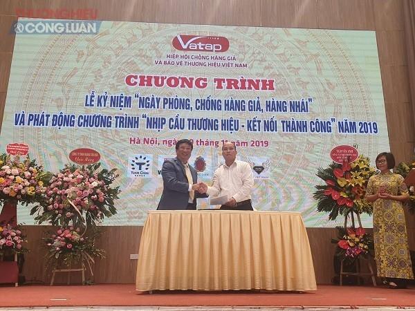 Lãnh đạo Hiệp hội VATAP ký kết chung tay ủng hộ xây dựng cầu Khe Mạng (Yên Bái)
