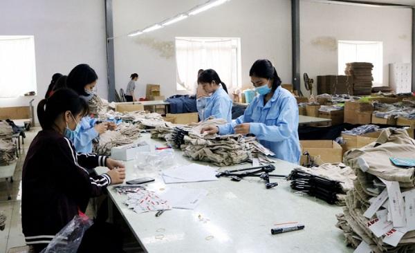 Dây chuyền sản xuất của công ty Cổ phần may Sông Hồng (Yên Lập)