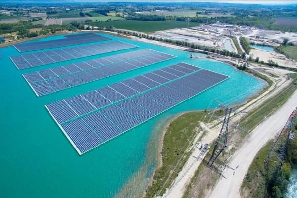 Dự án điện mặt trời tại hồ Vực Mấu và hồ Khe Gỗ ở huyện Quỳnh Lưu là các dự án năng lượng tái tạo quy mô lớn đầu tiên tại tỉnh này được đề xuất bổ sung vào quy hoạch (Ảnh minh họa)